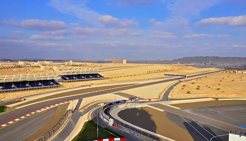 formula one circuit  in the dessert in bahrain